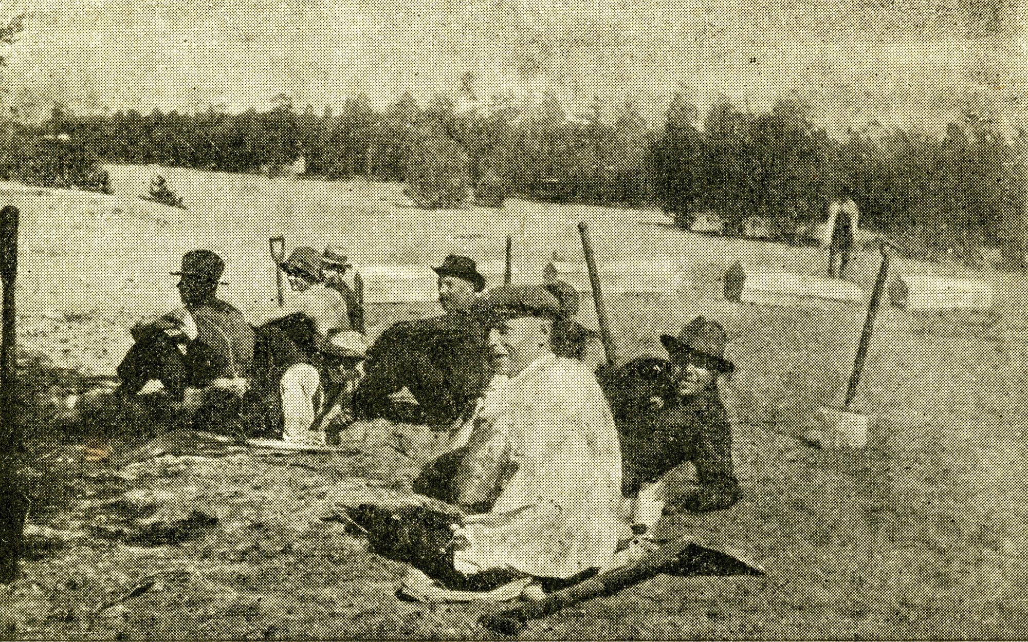 XX haudankaivajia Santahaminassa kesällä 1918.img909