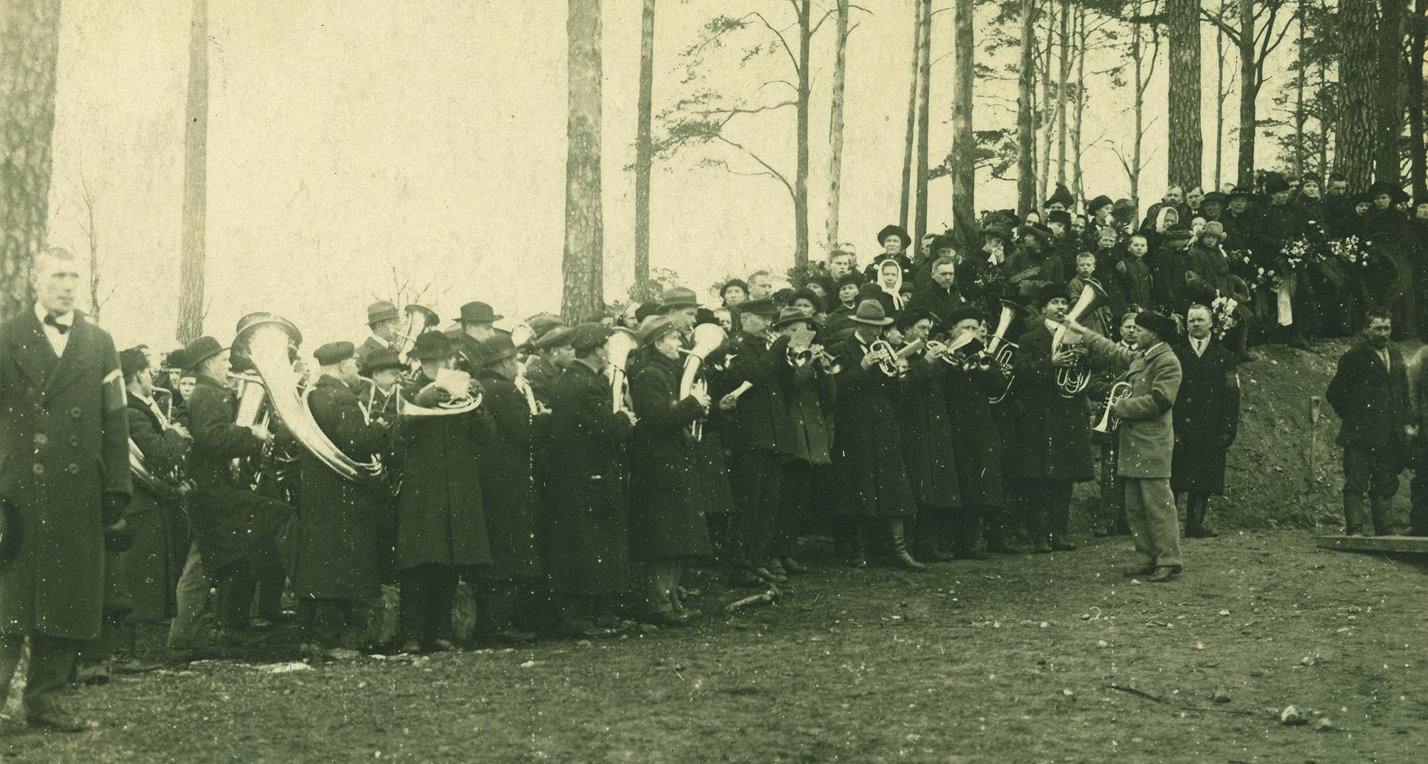 x Punakaartilaisten hautaus Helsingin Mäntymäellä 1918 keväällä TA10362_2000px